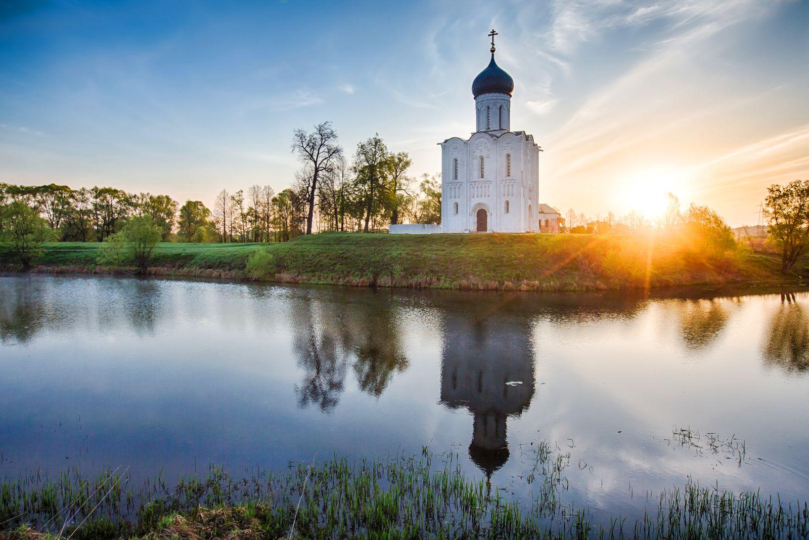 Церковь Покрова́ на Нерли, XII век - храм во Владимирской области
