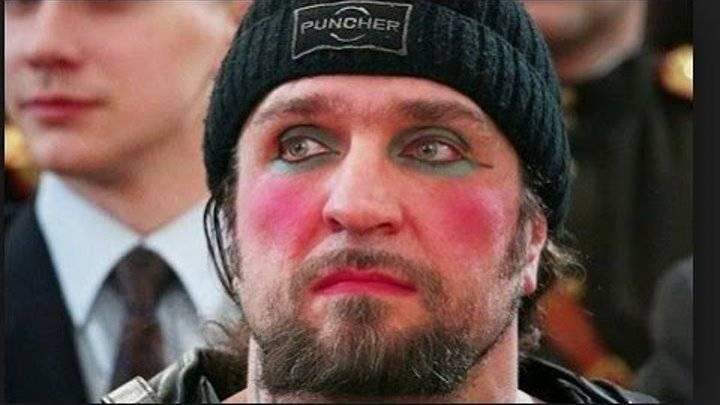Александр Залдостанов с накрашенными глазами