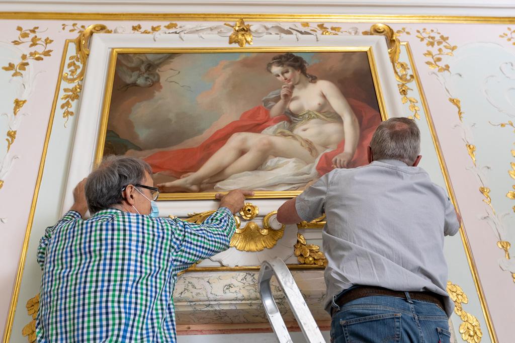 Отреставрированные картины Ротари и Торелли вновь украшают стены Штукатурного покоя Китайского дворца в Ораниенбауме http://www.theartnewspaper.ru/posts/8147/