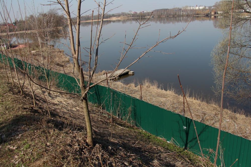 05-2014-Ограда у реки