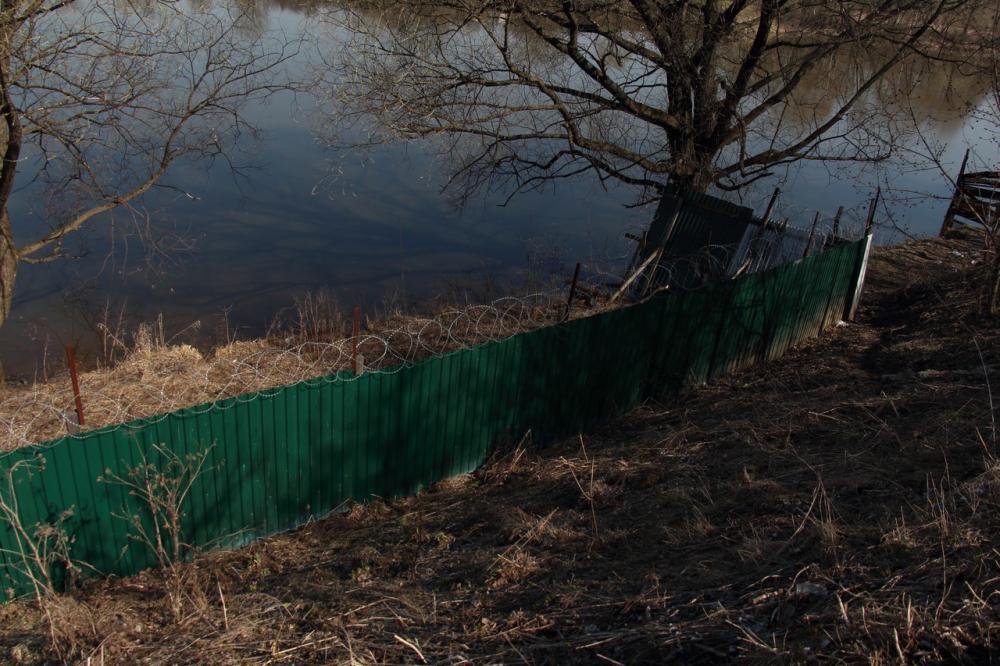 05-2014-Ограда у реки5