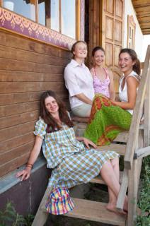 Украшение лагеря - девушки