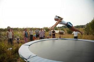 Занятия по прыжкам на батуте