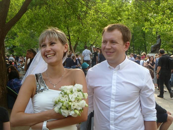 Оппозиционеры сегодня поженились и отметили торжество на Абай-сити 12.5