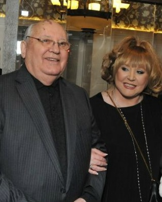 Горбачев поздравил Пугачеву сюбилеем