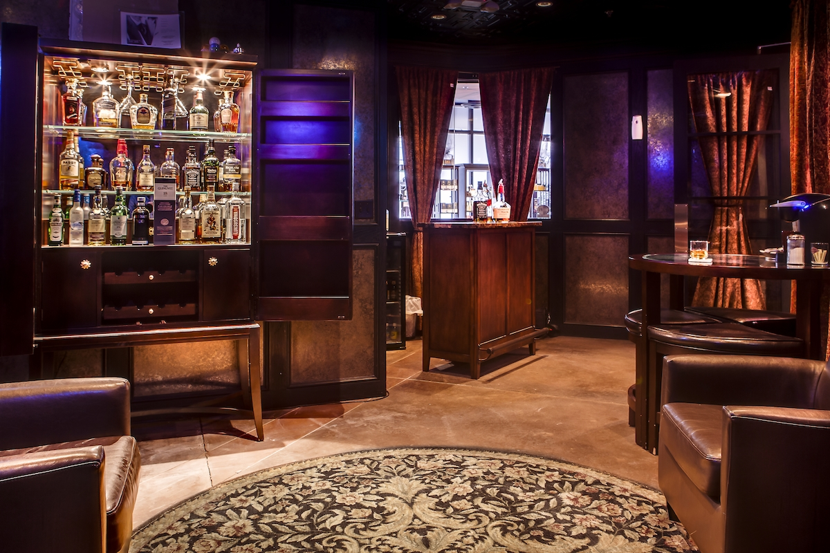 Leawood Lounge