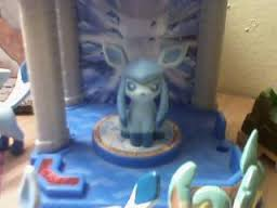 Glaceon Palace Figure