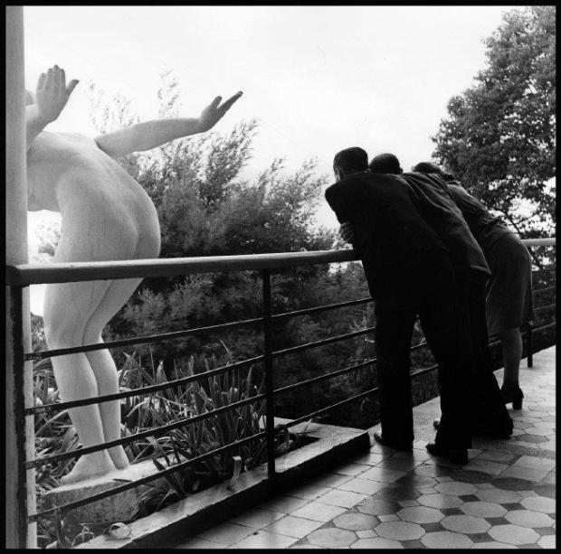robert-kapas-1947-statue