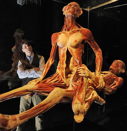 0048_78c4fc30-gunther-von-hagens-cuerpos-humanos-conservacion-gente