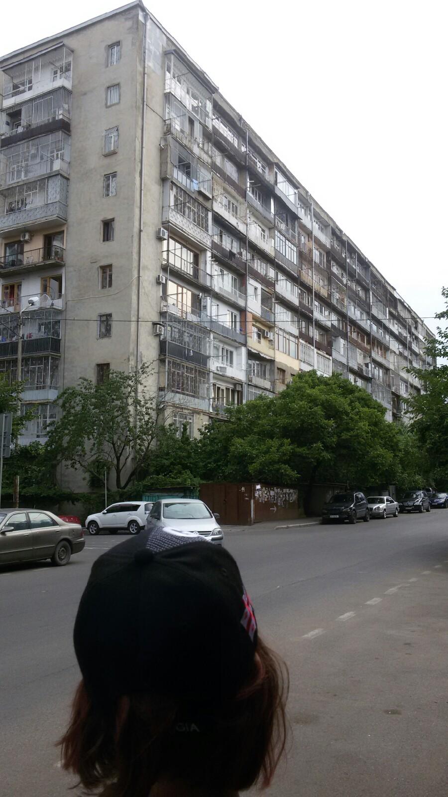 Роён Ваке. Считается илитарным в Тбилиси. Я бы сказал илитарный где то на треть, развивающийся.