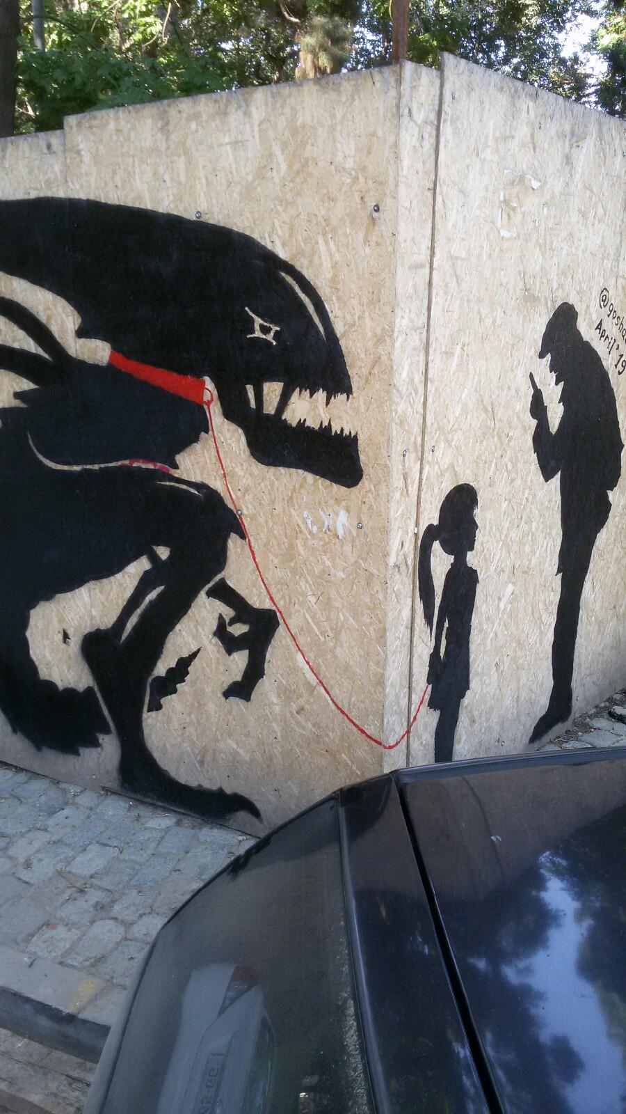 Такого графити много, подписывается как я забыл, это самое лучшее.