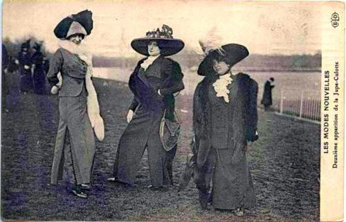 В начале 20-го века француз ПольПуаре внес многое в моду. . Среди новшеств