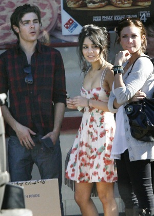 lolzy picture of zac efron, vanessa hudgens and brittany snow
