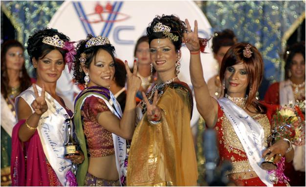 Хиджры - победительницы конкурса красоты на фестивале в Кувагаме