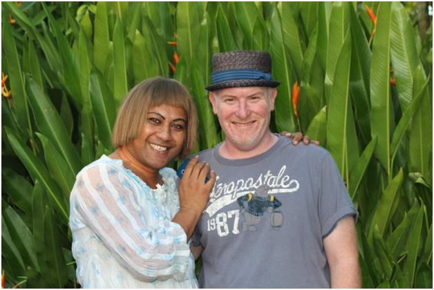 Профессор Paul Vasey и его помощница Trisha (экспедиция на Самоа 2019 года)