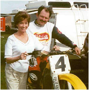 Линн с мужем. Пара увлекается мотоспортом и греблей.