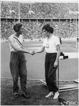 Олимпиада в Берлине. Стелла Уолш (справа) и Хелен Стивенс (слева)
