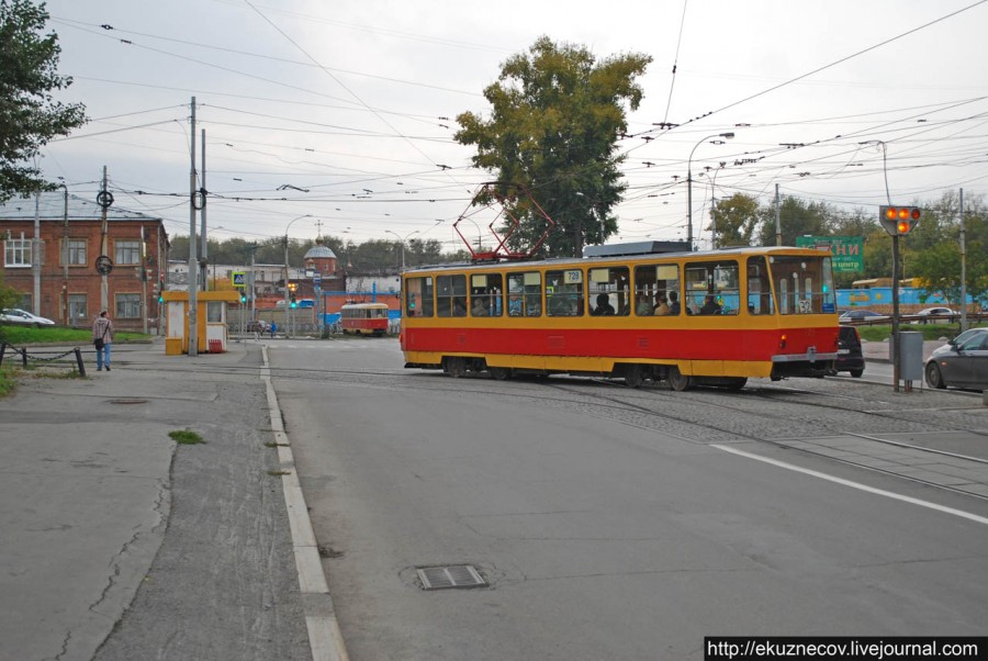 Въезд на трамвайную линию ко Дворцу спорта