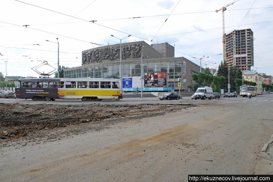 Реконструкция площади Коммунаров в Екатеринбурге к чемпионату мира по футболу 2018 года. Июнь 2016.