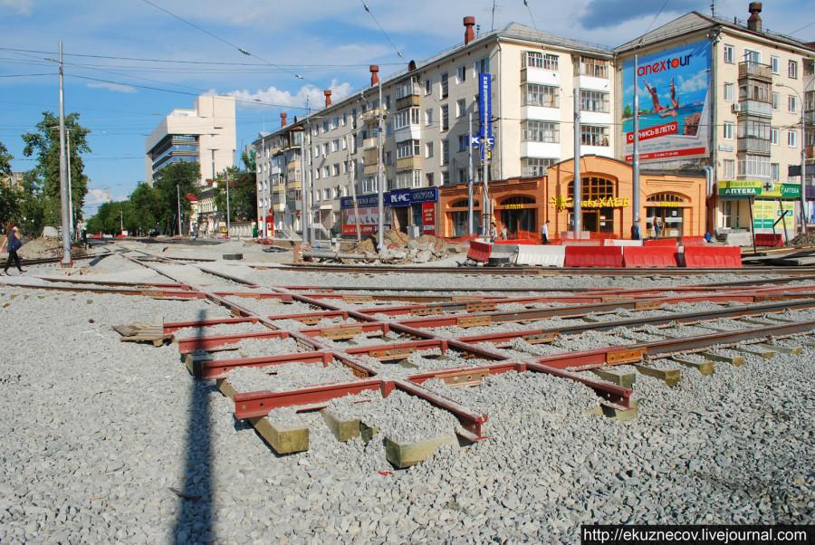 Екатеринбург готовится к ЧМ-2018. Реконструкция площади Коммунаров со строительством новой трамвайной линии. Конец июня 2016 года