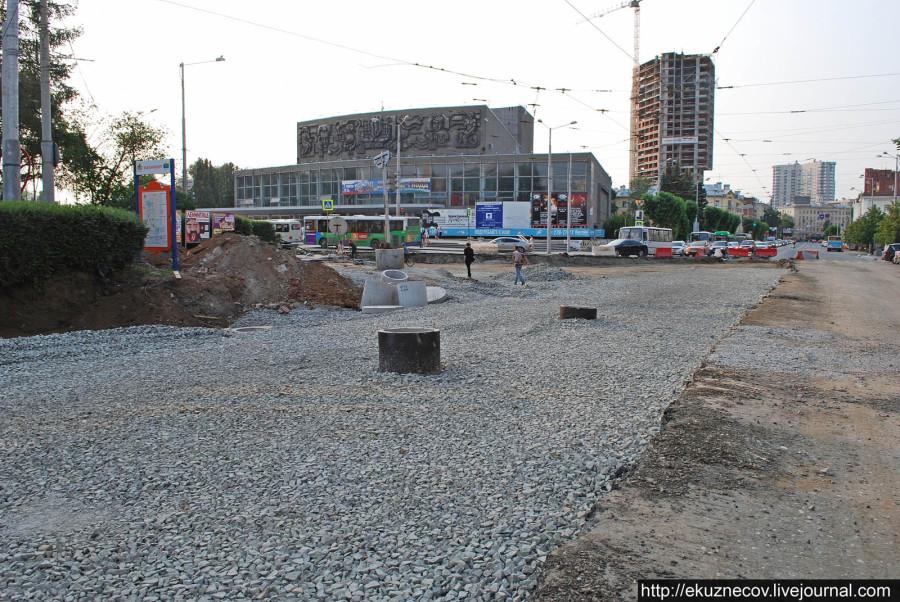 Реконструкция трамвайного узла на площади Коммунаров в Екатеринбурге к ЧМ-2018. Фото 4 июля 2016 года