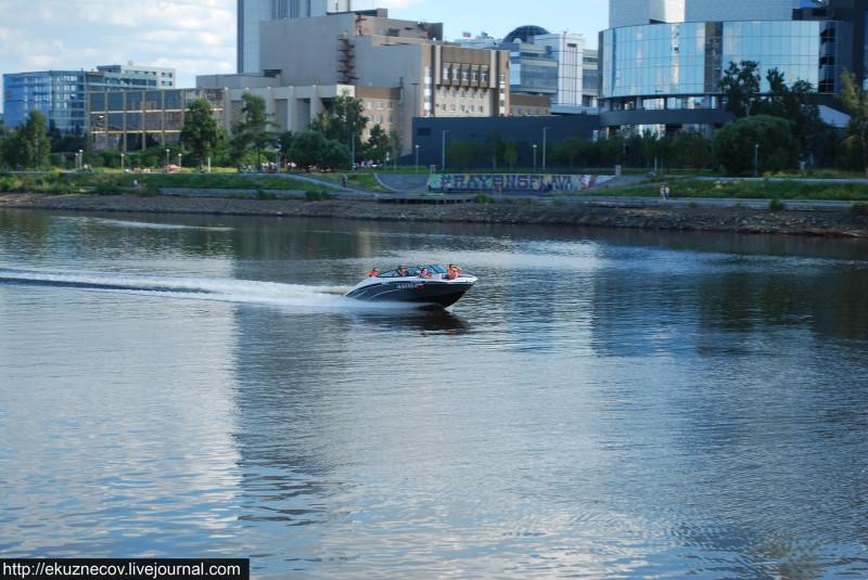 Екатеринбург. Катер на городском пруду