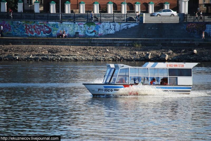 Екатеринбург. Прогулочный катер на городском пруду