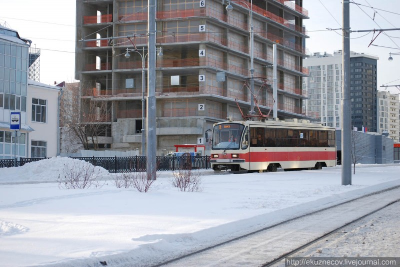 Трамвай 2-го маршрута на новой линии по улице Татищева