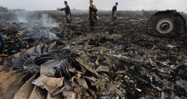 main_krushenie-boinga-na-ukraine-foto-bez-cenzury-video-boing-777-malajziya