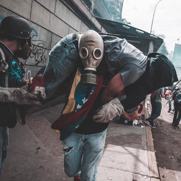 Венесуэла. Напряжение DxvNhjsW0AIQOWs
