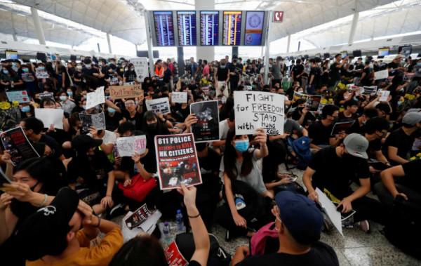 0000102202-protest-v-aeroportu-gonkonga