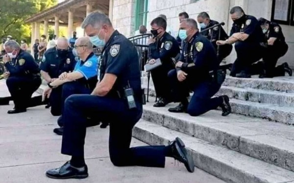 miami-policias-rodillas