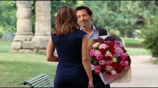 Кадр из фильма. Саша делает Шарлотте предложение