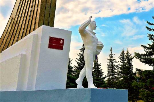 памятник на месте приземления Ю.А.Гагарина в Саратовской области