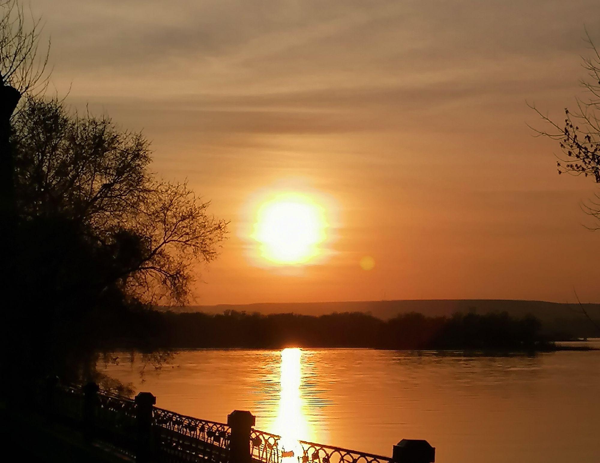 Солнце отражается в Волге