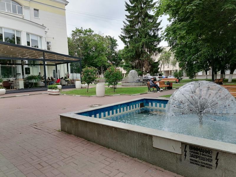 фонтан в сквере возле драмтеатра в Белгороде