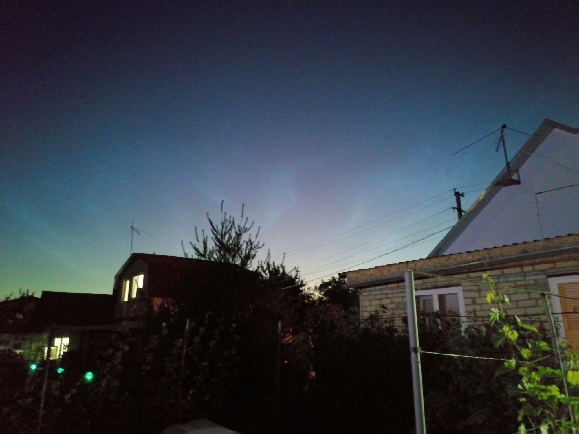 Ночное небо над дачами
