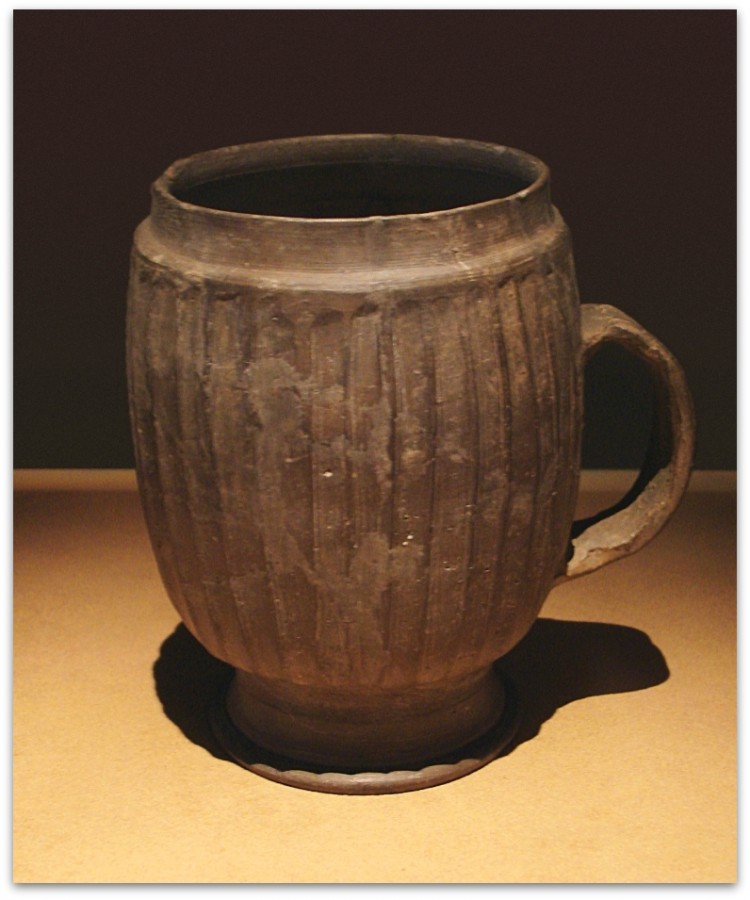 CMOC_Treasures_of_Ancient_China_exhibit_-_large_grey_mug