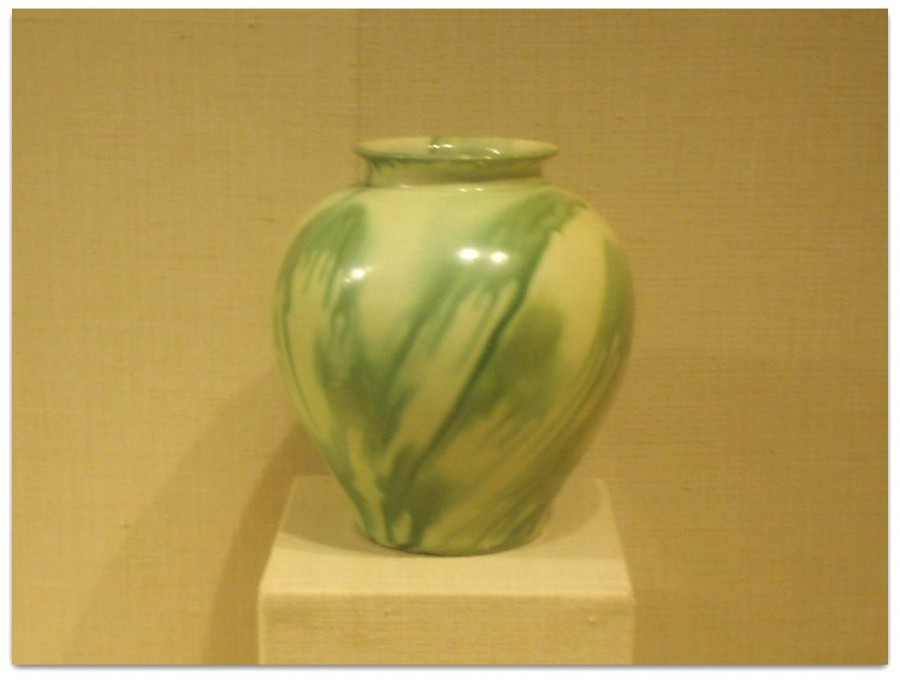 Earthenware_jar_with_green_and_yellow_glaze,_Tang_Dynasty