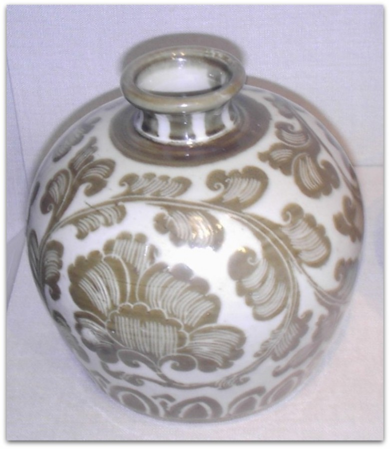 Song_Dynasty_Porcelain_Bottle