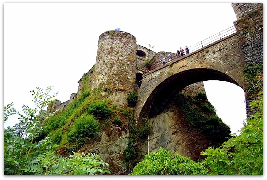 belgium_castles_bouillon_bridge