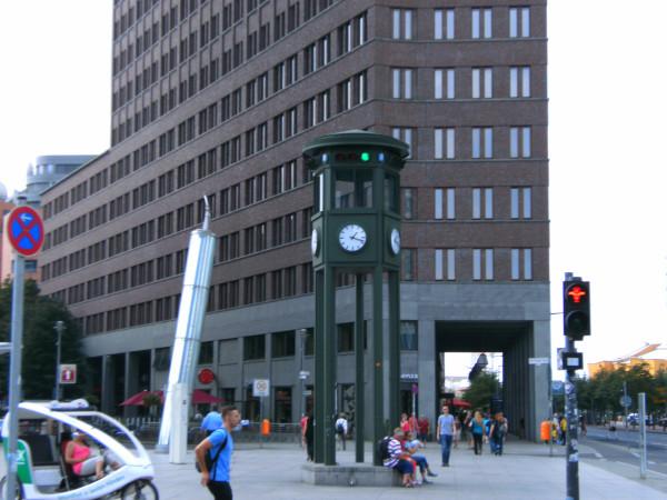 ampel-berlin-potsdamer-platz.jpeg