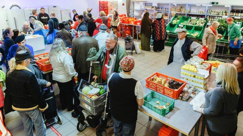 Бесплатная раздача продуктов в Германии Tafel, бездомным, продукты, назад, только, Münchner, Мюнхене, последовали, других, городах, Германии, нашла, какого, времени, стали, раздавать, социальщикам, малоимущим, Neumünsteraner, долго