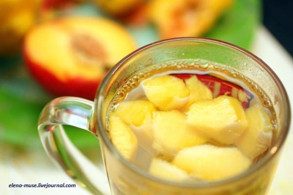 Лимонно-ванильный напиток с персиками