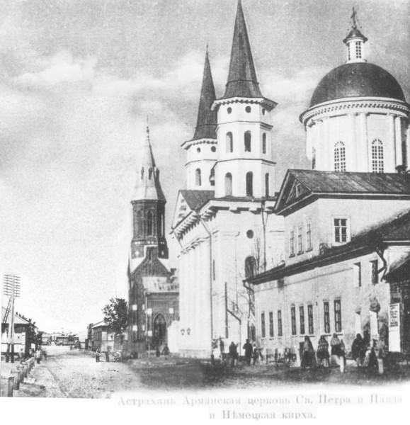 Кирха, армянский собор Петра и Павла, вид в сторону  моста