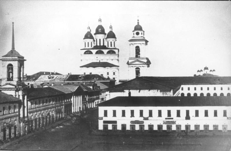 Успенский собор, колокольня Л.Руска, колокольня Входо-Иерусалимской церкви