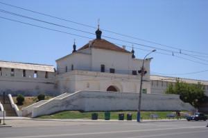 Никольская надвратная церковь, 1729-1738