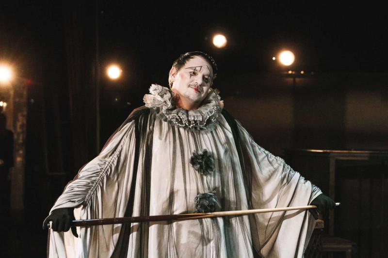Фото с сайта театра. Николай в исполнении Антона Морозова.