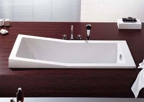 ванна встроена