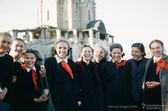 Школьницы в Коломенском
